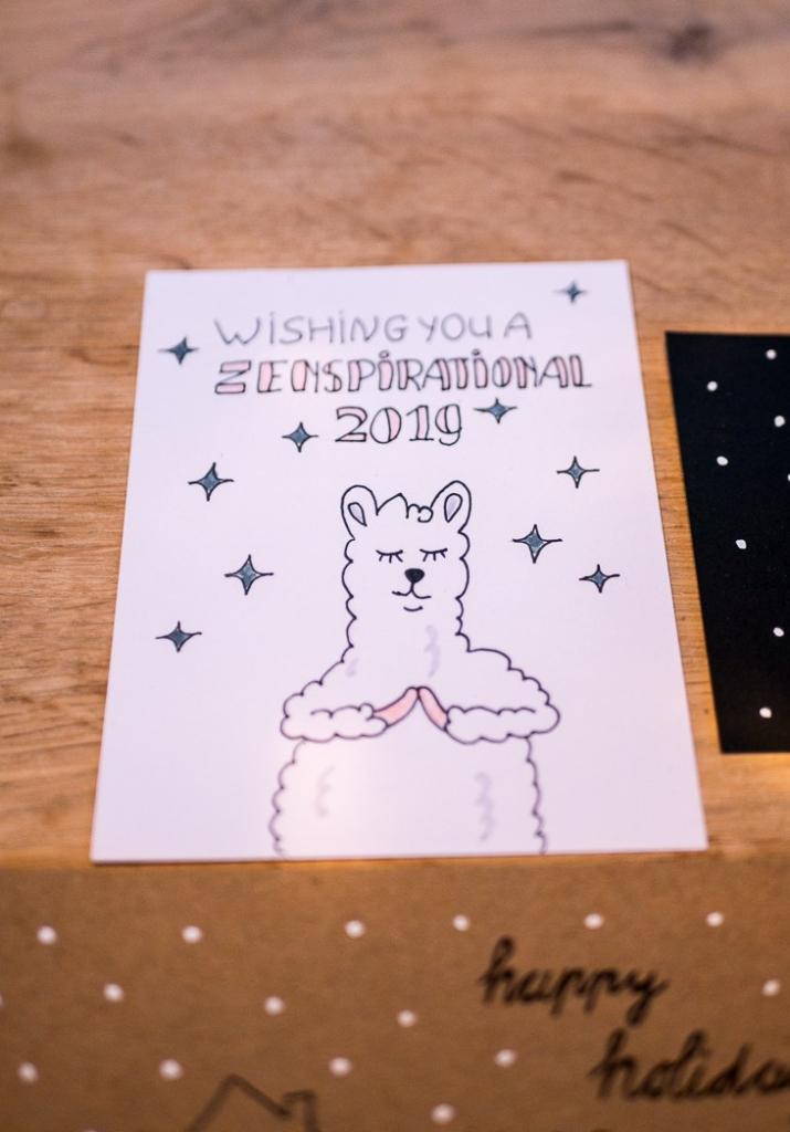 Zelf kerstkaarten maken handlettering - met zen/yoga alpaca/lama